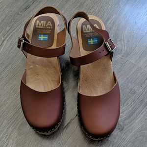 Brown MIA ABBA clogs